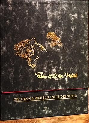 VRIES, HENDRIK DE - Die droomwereld in te dringen. Project van drukkers in de marge bij de honderdste geboortedag van Hendrik de Vries. (31 uitgaven in cassette).